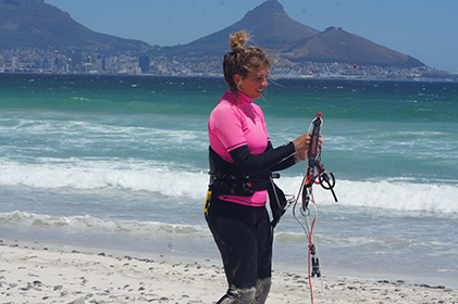 women learn kitesurfing